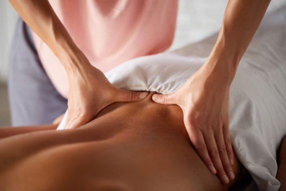 masseuse-doing-massage-for-male-client-K8NDMZ2.jpg